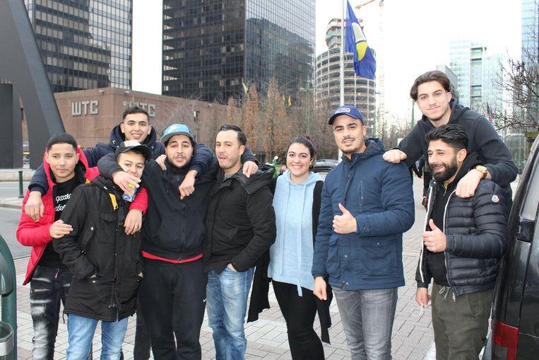 De jongeren en hun begeleiders in Brussel.