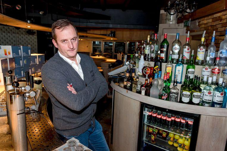 Arne Dooghe (43) geeft er na 23 jaar in De Viking de brui aan.