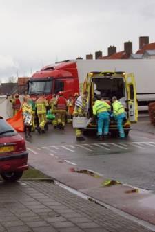 Fietser (58) gewond bij botsing met vrachtwagen Aalten