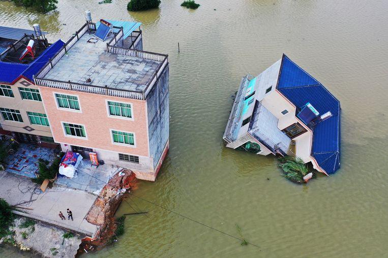 De overstromingen hebben miljarden euro's schade aangericht aan onder meer gebouwen.  Beeld Getty Images