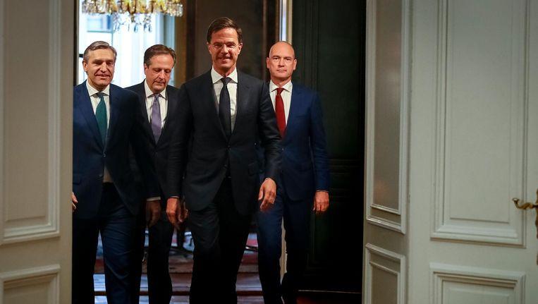 De fractieleiders Sybrand Buma (CDA), Alexander Pechtold (D66) Mark Rutte (VVD) en Gert-Jan Segers (ChristenUnie) voorafgaand aan een toelichting op het regeerakkoord. Beeld anp