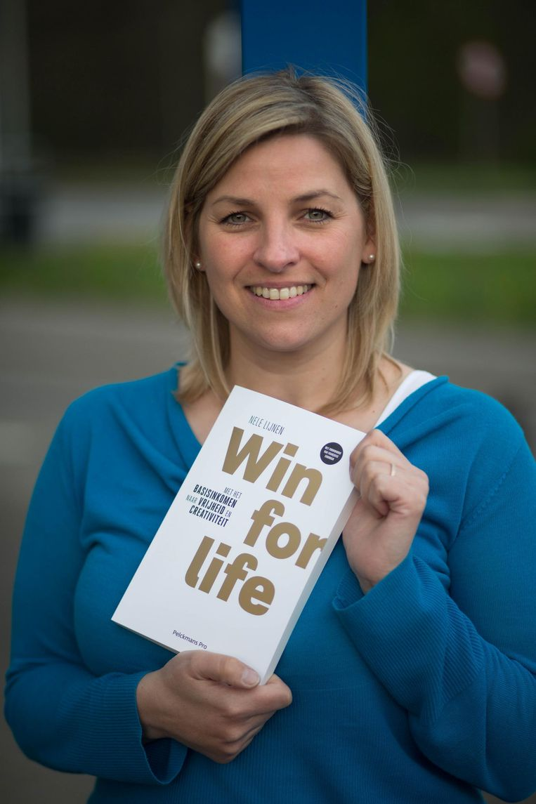 Nele Lijnen met haar boek Win for life.