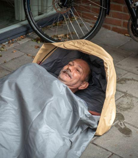 Droog en warm slapen dankzij slaapzaktentjes voor dak- en thuislozen