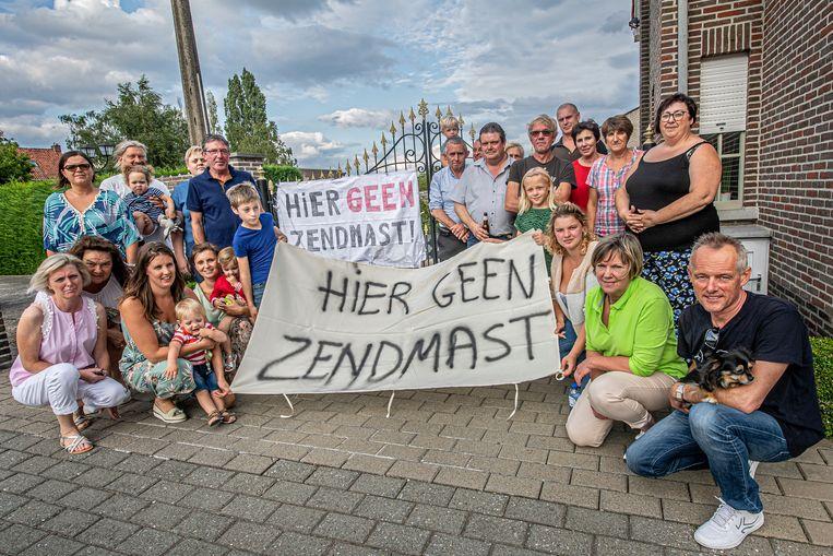 De bewoners van de Kortwagenstraat en omgeving lieten afgelopen zomer al luid en duidelijk verstaan dat ze de zendmast van ASTRID niet in hun buurt willen.