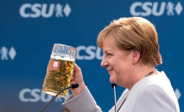 Merkel zondag op een campagnebijeenkomst van CSU. Beeld afp