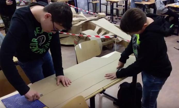 Leerlingen maken auto van Max Verstappen