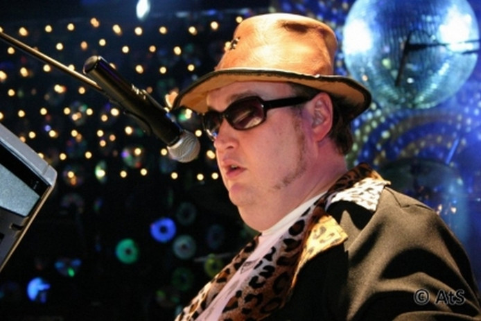 Blinde Ed is vooral bekend als zanger en performer.