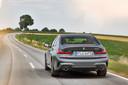 De semi-elektrische BMW 330e; twee uitlaten zijn standaard