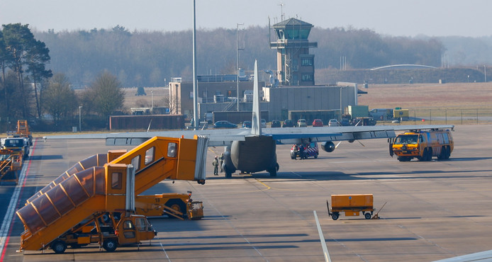 Het vliegtuig op Vliegbasis Eindhoven.