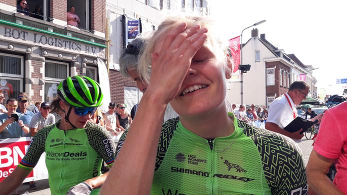Jeanne Korevaar geniet van haar zege op de Roosendaalse kade.