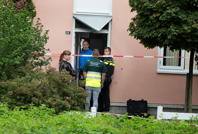 Onderzoek bij de woning aan de Monseigneur Bekkerslaan in Doesburg, woensdag.