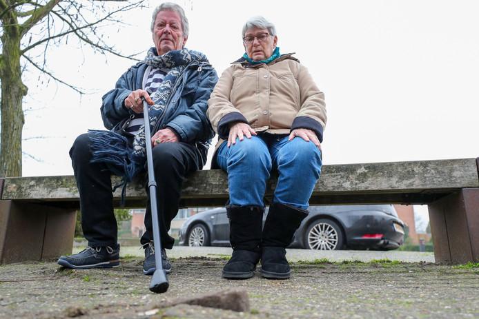 Joop Wijdehof en Annie Hurkmans op de plek des onheils in Breugel.
