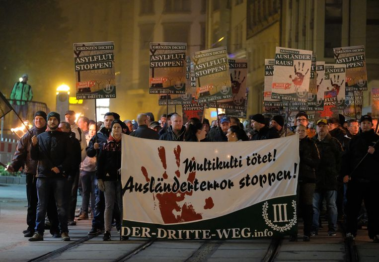 AfD-aanhangers gaan in Plauen  in deelstaat Saksen de straat op.