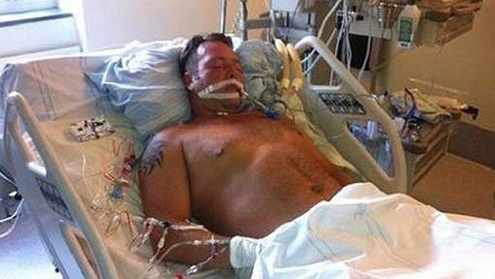 Jimi Fritze in zijn ziekenhuisbed