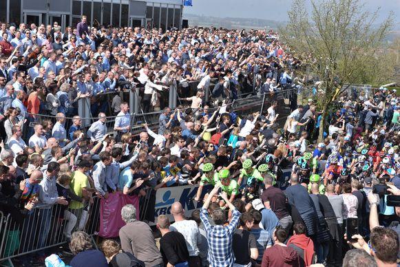 De Oude Kwaremont (foto) en de Paterberg in Kluisbergen zijn samen goed voor 40.000 toeschouwers.
