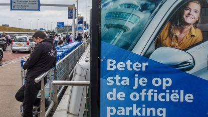 """""""Valetparking bij Schiphol? Chauffeur reed 194 kilometer per uur met onze auto en dumpte hem in een woonwijk"""""""