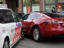 Achtervolging gestolen Tesla door Rotterdam-Zuid: dief had waarschijnlijk drugs op