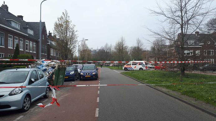 De Orionweg in Haarlem is afgezet met politielint.