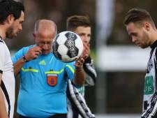 Scheidsrechtersbal krijgt andere betekenis bij Cito-Vesta: 'Arbiter gooit bal op de grond en trapt hem zelf het veld in'