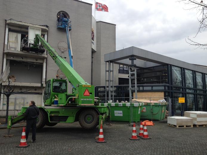 De entree van het stadhuis in Veghel wordt momenteel verbouwd.