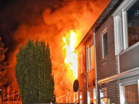 Jong gezin raakt rijtjeshuis kwijt na verwoestende brand in Tilburg, kind in paniek door brandende laptop