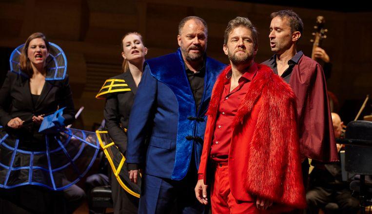 Don Giovanni (in het rood André Morsch) wordt ter verantwoording geroepen voor zijn daden. Met van links naar rechts: Katharine Dain (Anna), Paula Murrihy (Elvira), Thomas Cooley (Ottavio) en Henk Neven (Leporello).  Beeld Hans Hijmering