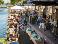 De bel klinkt, het bier vloeit: meteen volle terrassen in Helmond en de Peel