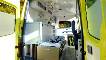 Drie gewonden nadat auto overkop gaat
