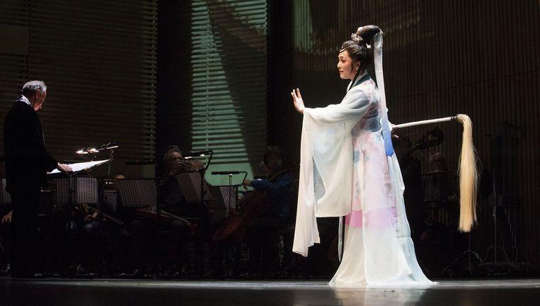 De Chinese diva Shen Tiemei in Muziekgebouw aan 't IJ. Beeld Janiek Dam
