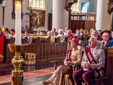 Tilburgs kookgilde geeft manden vol voedsel aan broodpater Gerrit Poels