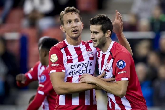 Pereiro (rechts) was zaterdagavond de grote man bij PSV met 2 goals tegen Vitesse.