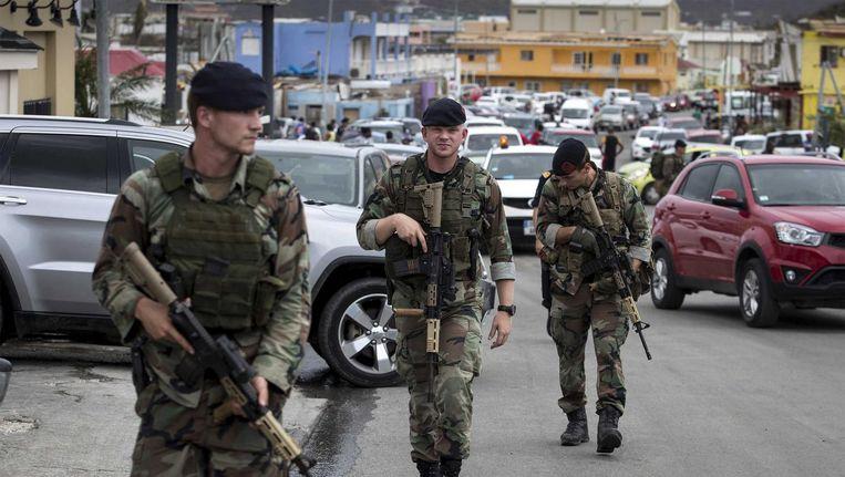 Nederlandse militairen op Sint Maarten. Beeld null
