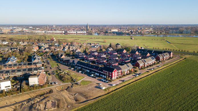 Bewoners van de geflopte ecowijk De Teuge in Zutphen zaten jarenlang in de kou vanwege een haperende collectieve warmte-installatie. In hoger beroep heeft de rechter nu bepaald dat exploitant Vitens een wanprestatie heeft geleverd en de schade moet vergoeden.
