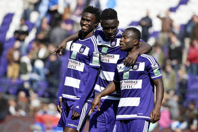 Anderlecht blijft door de overwinning op AA Gent in het spoor van concurrent Club Brugge. Beeld null
