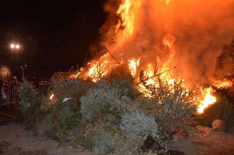 Tegoare Nieuwjoare vervangt de voormalige kerstboomverbranding, die in 2016 voor het laatst werd georganiseerd.