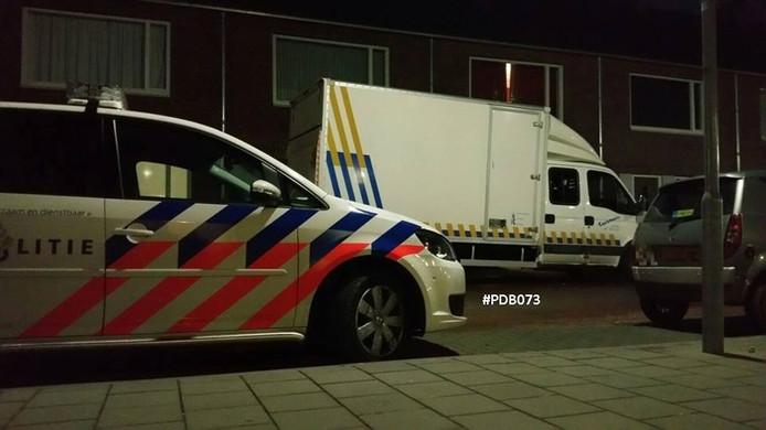 De politie ter plekke in de wijk Kruisstraat.
