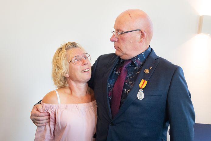 Henk Struijs en zijn oude buurvrouw, Carla Boland.