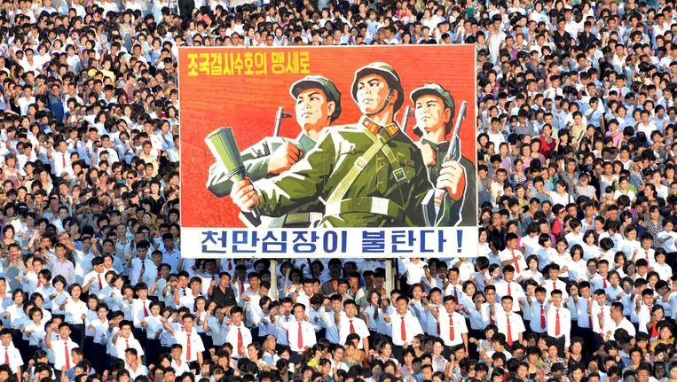 Een massabijeenkomst in Pyongyang woensdag als steun aan de onverzettelijke houding van president Kim in de confrontatie met de VS - deze foto werd donderdag verspreid door het Noord-Koreaanse staatspersbureau. Beeld afp