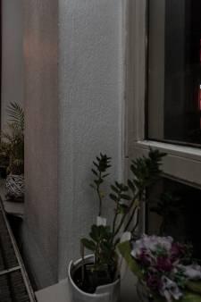 De Nijmeegse Beppie (88) woont tegenover prostituees: 'Stel je voor, je man gestorven op een hoer'
