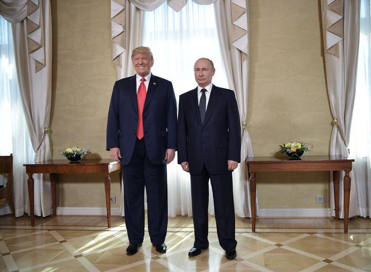 Donald Trump en Vladimir Poetin tijdens hun ontmoeting in Helsinki. Beeld EPA