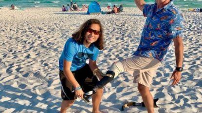 Jonge duiker (13) vindt prothese terug, eenbenige surfer dolgelukkig