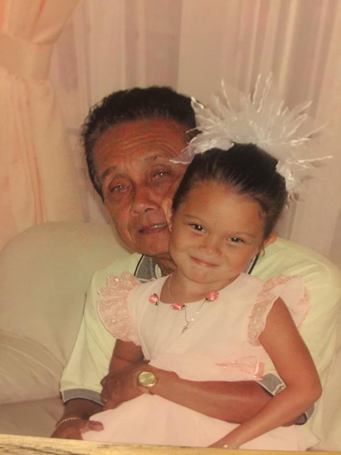 Ivana Smit met haar opa.