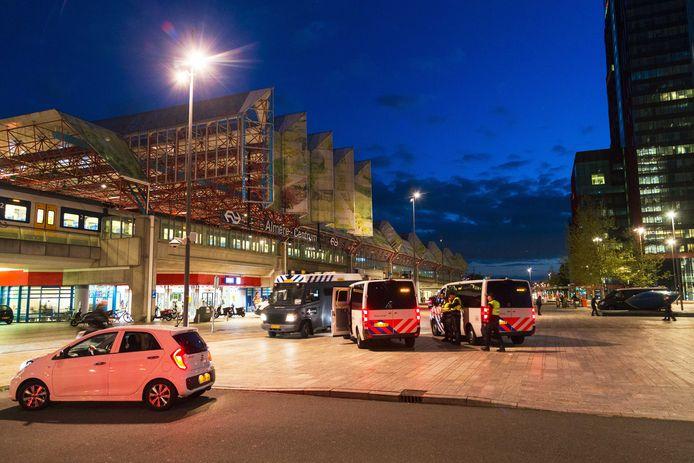 Onrust in het centrum van Almere. De burgemeester van Almere heeft het centrum van de stad aangewezen als veiligheidsrisicogebied om te voorkomen dat rivaliserende groepen jongeren met elkaar op de vuist gaan.
