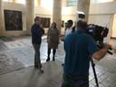 Arthur Brand geeft een interview aan CBS News in de Deventer Bergkerk. aan cbs news in de bergkerk in deventer snipper snippers