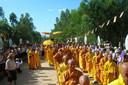 6.000 moines, religieuses et fidèles de l'Eglise interdite ont bravé les interdits et franchi les contrôles pour se rendre au monastère de Nguyen Thieu, où avaient lieu les funérailles.