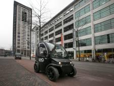 Dilemma voor Birò-rijder in Eindhoven: kies ik met dit karretje het fietspad of de weg?