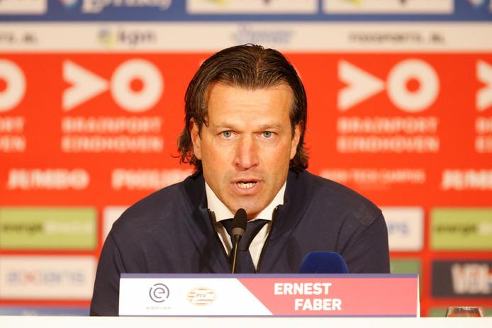 Na het ontslag van trainer Mark van Bommel moest Ernest Faber voor de ommekeer zorgen. Maar sindsdien zijn de prestaties niet beter geworden.
