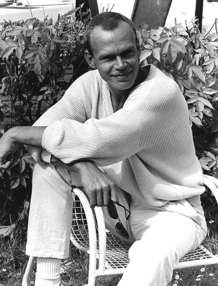 Zanger en acteur Wim Hogenkamp werd op 5 februari 1989 vermoord. Zijn zaak - die beschreven wordt in De Roze Moorden - is nooit opgehelderd. Beeld ANP