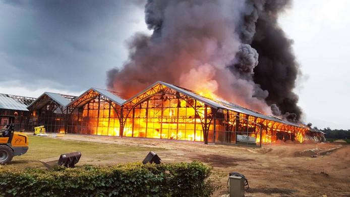 Woensdagochtend, half zeven: een verwoestende brand legt het Fonteyn-pand in de as.