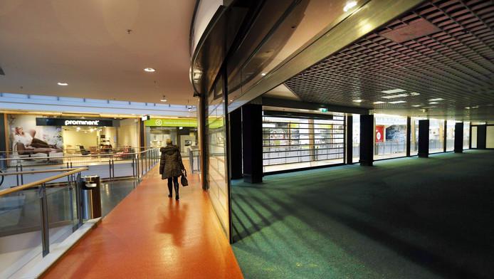 Leegstaande winkels in het Haagse winkelcentrum Megastores.